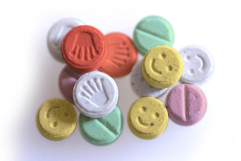 El mundo en línea éxtasis drogas ilícitas