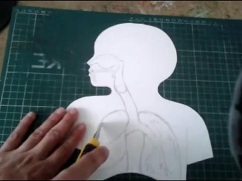 El mundo en línea corte de figura humana en papel