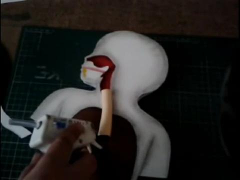 El mundo en línea maqueta humana con papel foamy