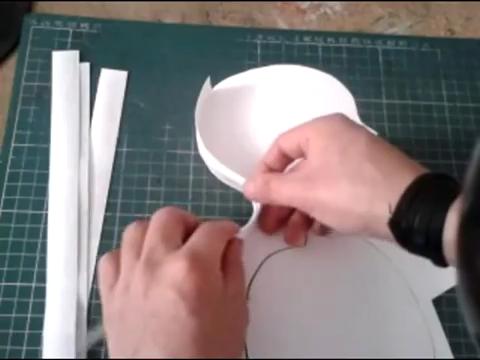 El mundo en línea colocando tiras de cartulina