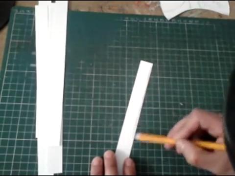 El mundo en línea trazado de tiras de cartulina