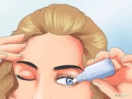 Usar Gotas lubricantes para los ojos, ayuda a tus ojos a siempre estar humectado